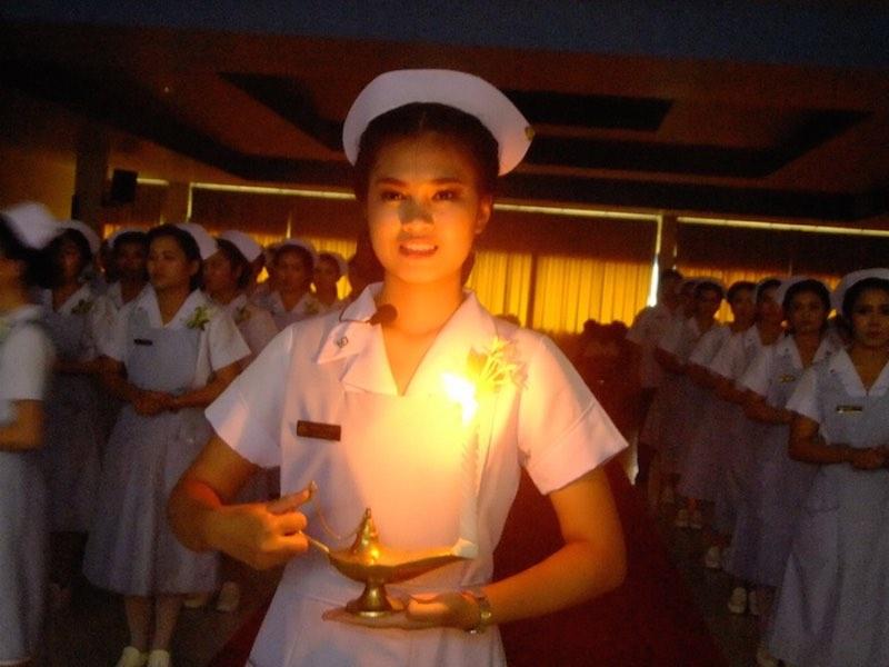 Capping And Nightingaleu0027s Lamp Lighting Ceremony