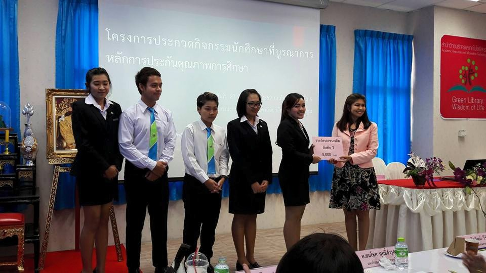STIC BBA students receiving their 2nd place reward